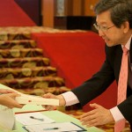 Kepong MP Dr Tan Seng Giaw receiving his copy of the book.