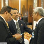 Abu Zahar (left) with Gabungan Mansuh ISA president Syed Ibrahim Syed Noh and International Islamic University law lecturer Prof Dr Abdul Aziz Bari.